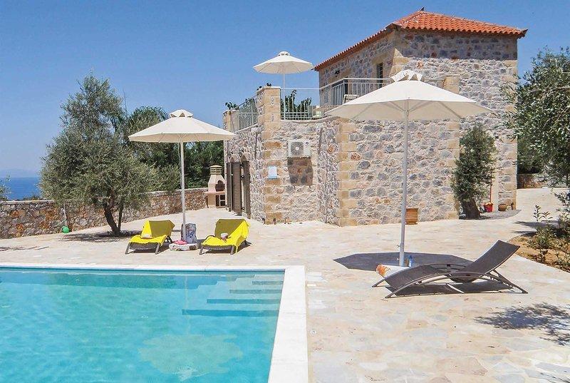 Beautiful scenery villa, private pool & terrace, aluguéis de temporada em Lefktro