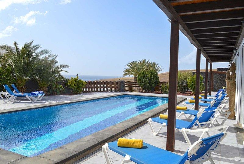 Impressive villa close to beach, alquiler vacacional en Puerto Calero