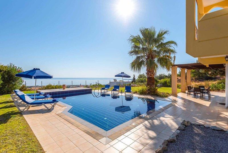 fab sea views modern villa free wi fi - a/c, alquiler vacacional en Kalathos