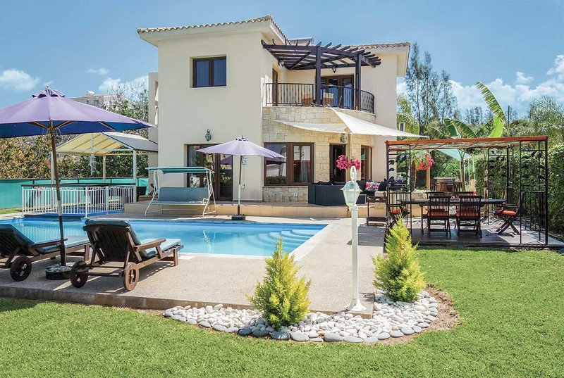 Stylish 3 bed villa with pool table, Free WiFi, vacation rental in Limni