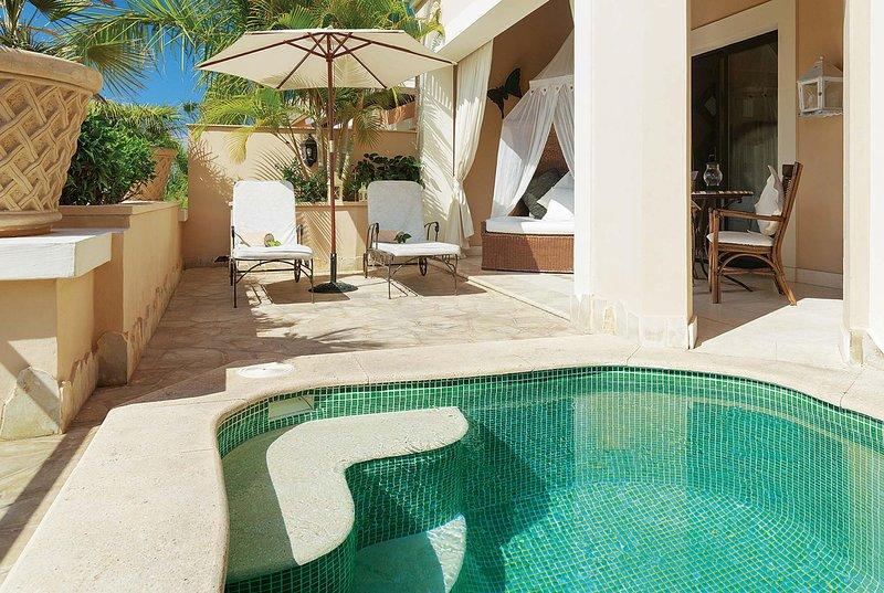 1 bedroom villa with heated pool, WIFI & A/C, holiday rental in La Caleta