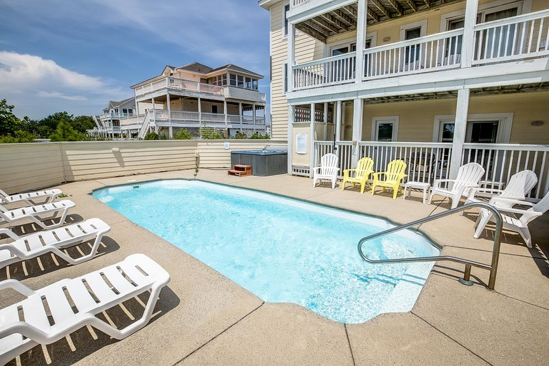 Dreamer's Paradise | 999 ft from the beach | Private Pool, Hot Tub | Corolla, vakantiewoning in Corolla