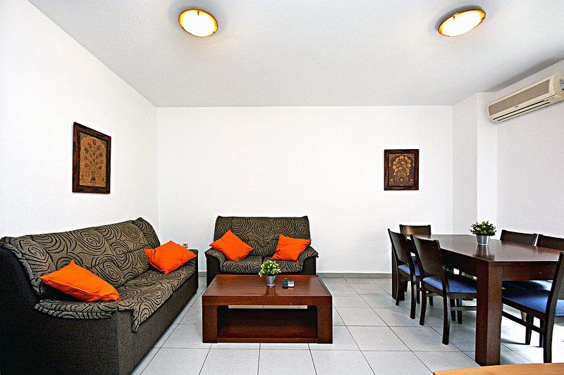 Apartamentos Plaza for short stay holidays.UAT425963, location de vacances à Cocentaina