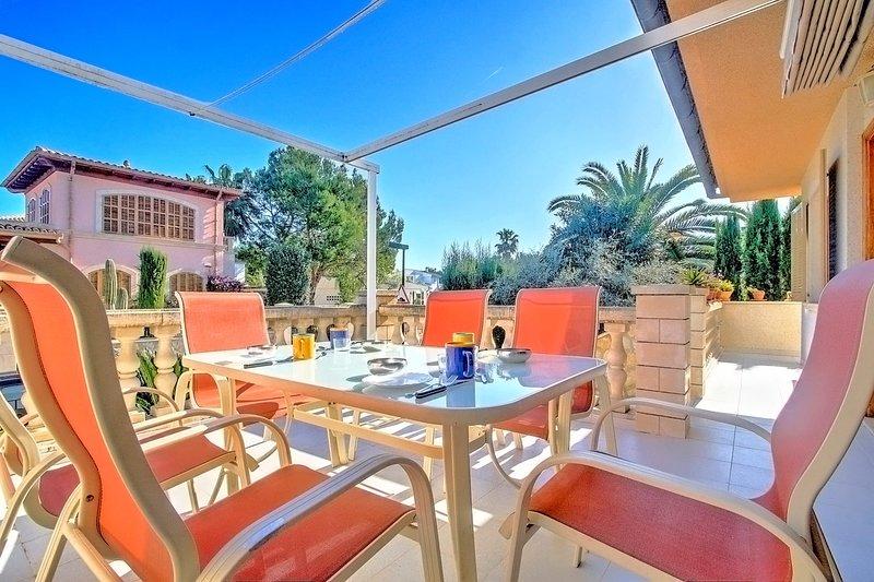 Muro Beach House in 2 minutes walking from Playa de Muro, casa vacanza a Playa de Muro