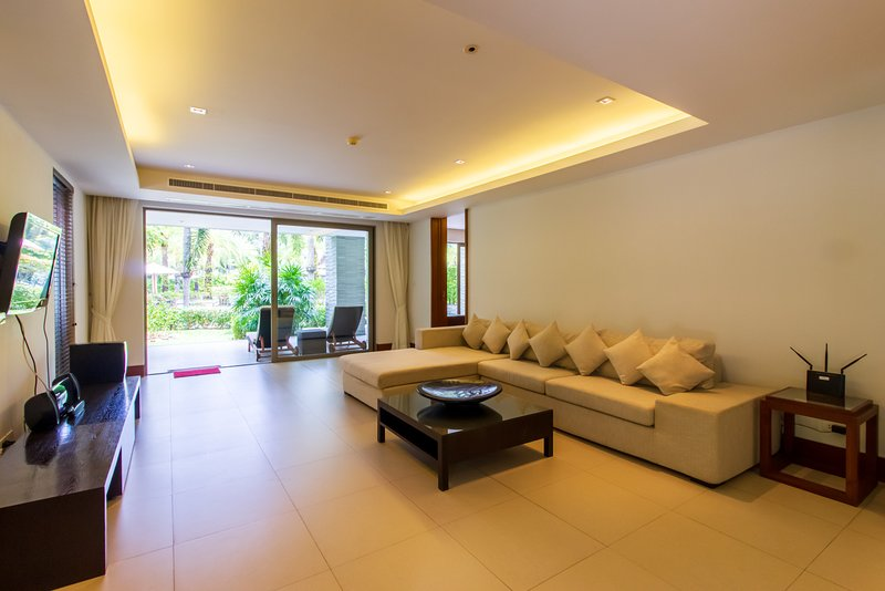 Beachfront Naithon Apartment, vakantiewoning in Nai Thon