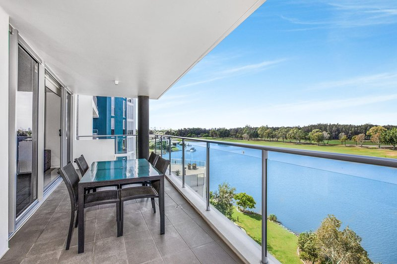 Lakeside Family Oasis with Pool, Gym and Balcony, aluguéis de temporada em Mudgeeraba