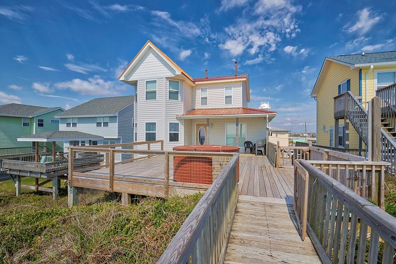 S. Shore Drive 204 Oceanfront! | Hot Tub, Internet, holiday rental in Surf City