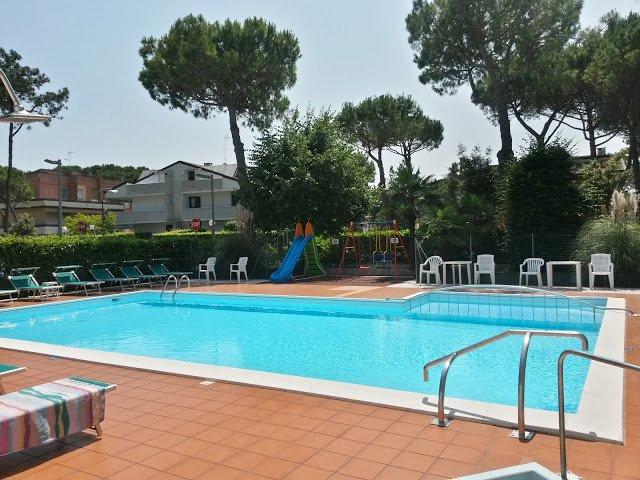 Villetta 5 posti letto con piscina, vacation rental in Lignano Pineta