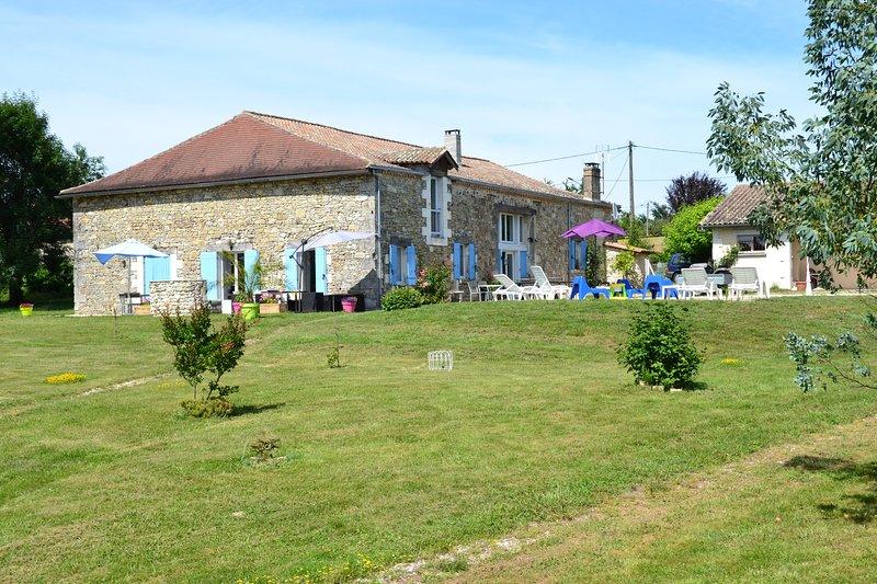 Maison de campagne en Périgord vert, location de vacances à Chenaud