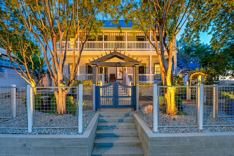 Downtown Marble Falls Boutique House, holiday rental in Marble Falls