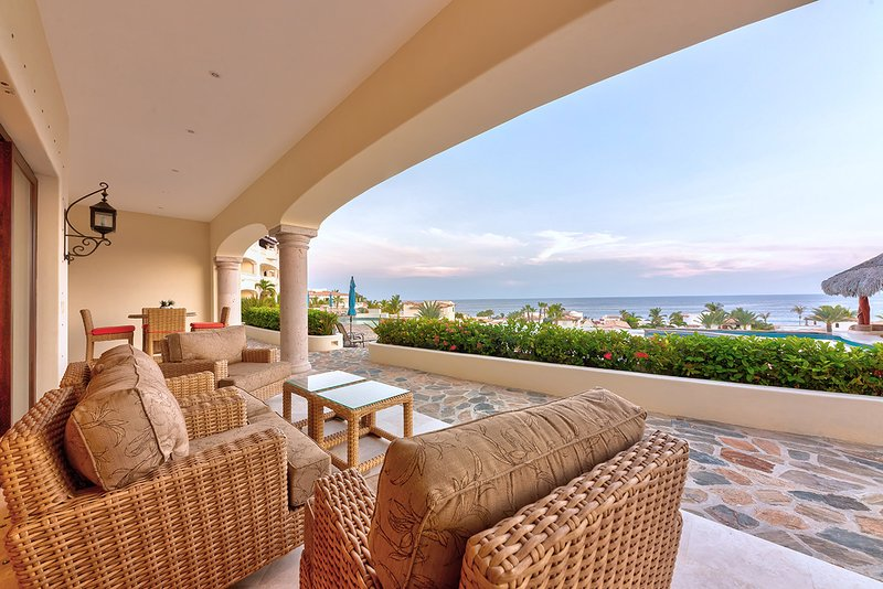Well appointed ground floor 3 BD condo with ocean views!, holiday rental in Animas Bajas