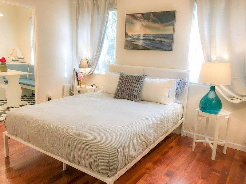 Aqua - Convenient - perfect Romantic Getaway, alquiler de vacaciones en Roland