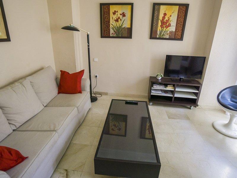 RentalSevilla Bright Apartment in Santa Cruz Neighborhood, holiday rental in Lora del Rio