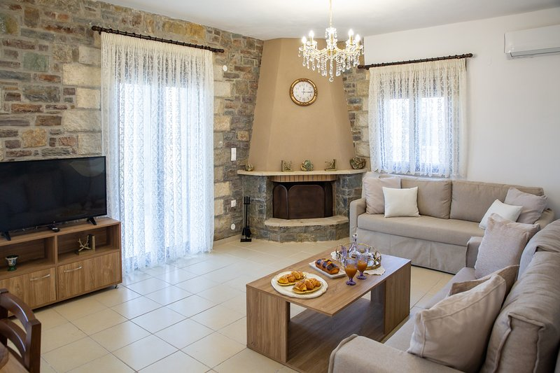 Villa Asfendamos, holiday rental in Axos