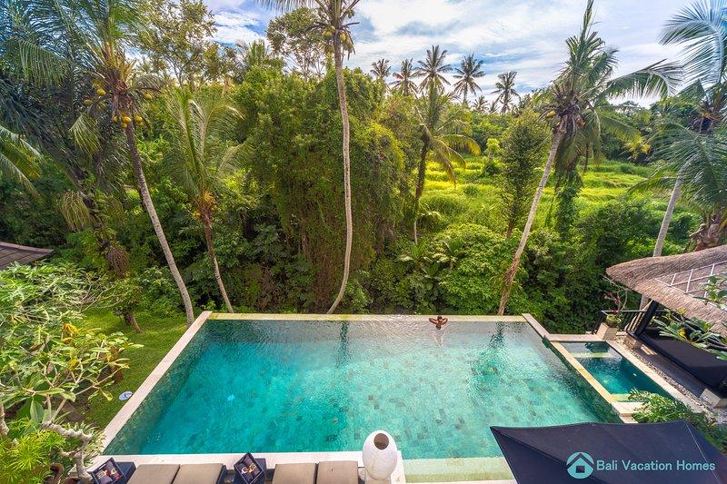 Luxury Pool Villa in Ubud: Free pick up!, holiday rental in Sukawati
