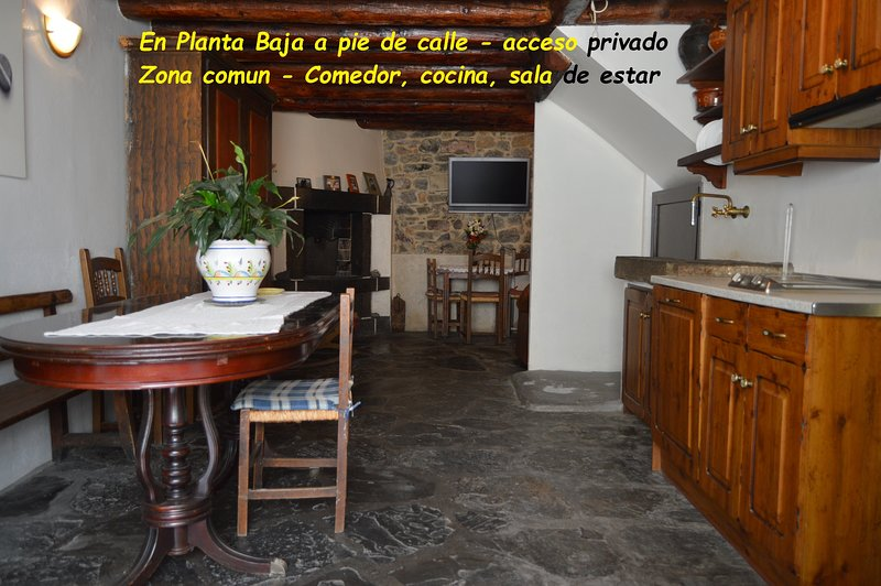 CASA PEGUNTERO ORDESA -6/8 pax-Laspuña, alquiler vacacional en Belsierre