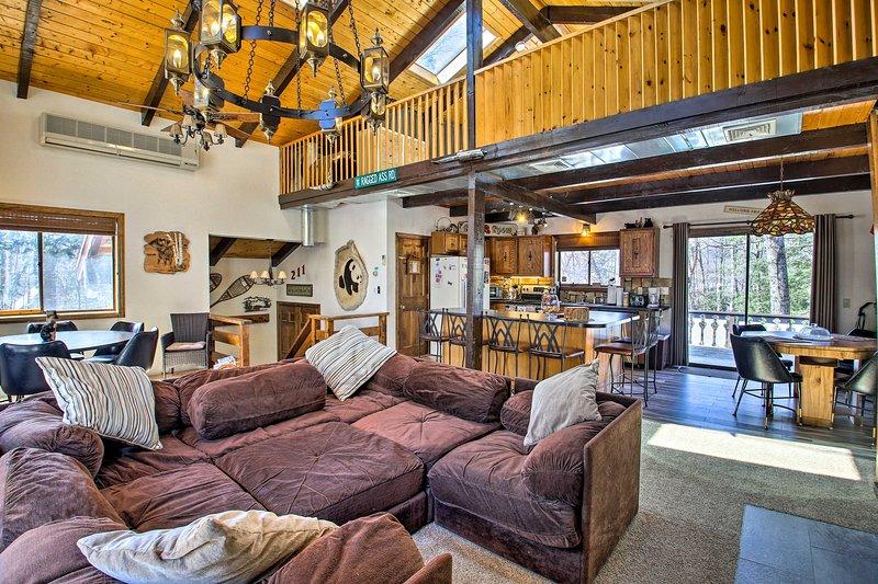 Swiss-Style Chalet w/ Fireplace - Near Story Land!, vacation rental in Glen