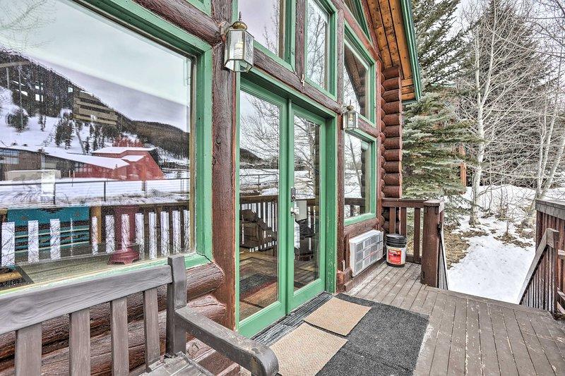 NEW! Rustic Jackson Hole Abode w/ Snow King Views!, location de vacances à Jackson