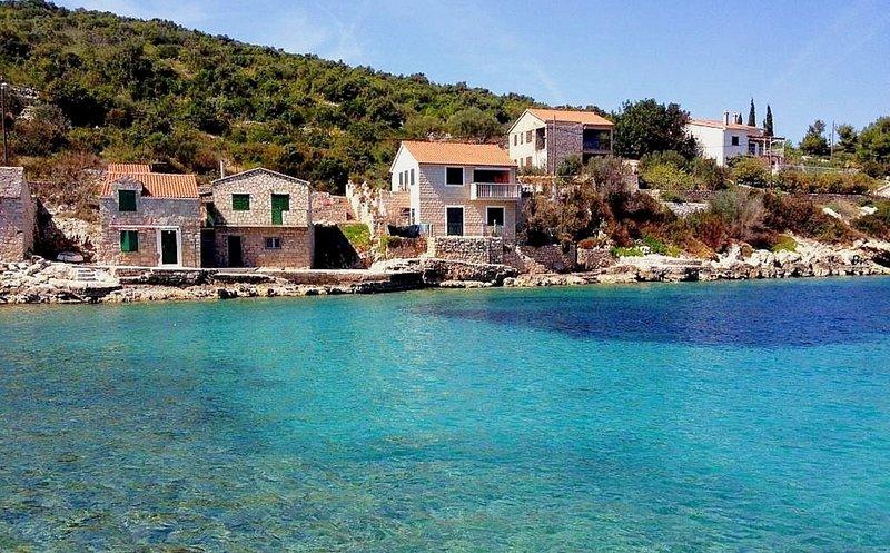 Jagoda - next to the sea: A1(4) - Cove Donja Krusica (Donje selo), aluguéis de temporada em Grohote