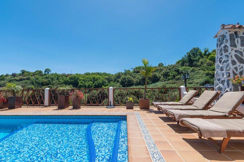 Holiday cottage with shared pool, aluguéis de temporada em Juncalillo