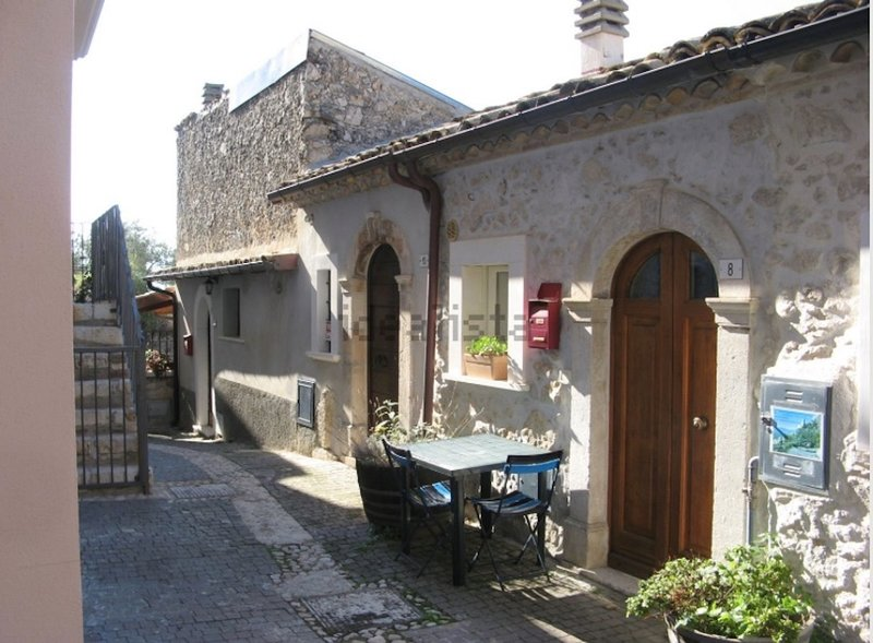 ECOSHELTER, holiday rental in Gagliano Aterno
