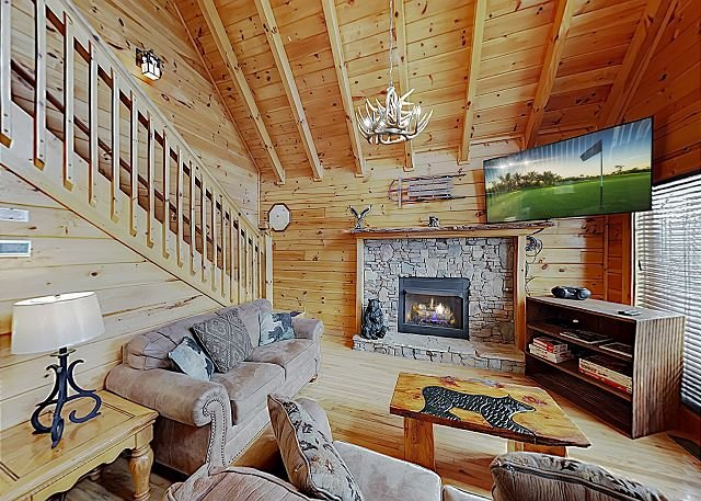 New Listing! Dollywood Cabin w/ Mountain-View Hot Tub on Wraparound Balcony, vakantiewoning in Sevierville