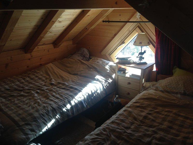 Superbe chalet avec spa extérieur, holiday rental in Saint-Jean-d'Arvey