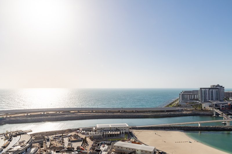 Grand 2BR w/ a Full Sea View & Direct Beach Access, holiday rental in Jebel Ali