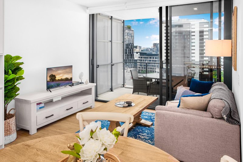 Modern 1-Bed Apartment with Balcony and Leisure Area, holiday rental in Indooroopilly
