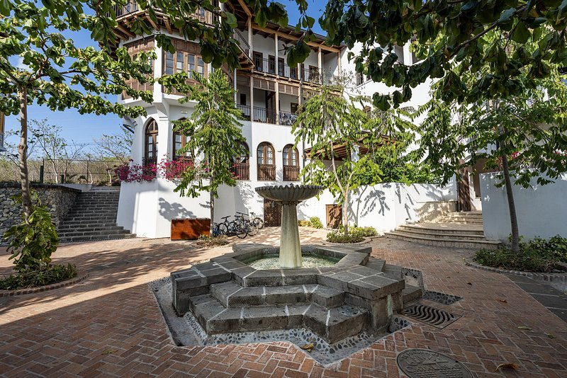 the town, fountain, access to Carlota 8