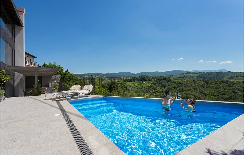 Beautiful home in Dobrovo with Sauna, WiFi and 3 Bedrooms (SER123), location de vacances à Cormons