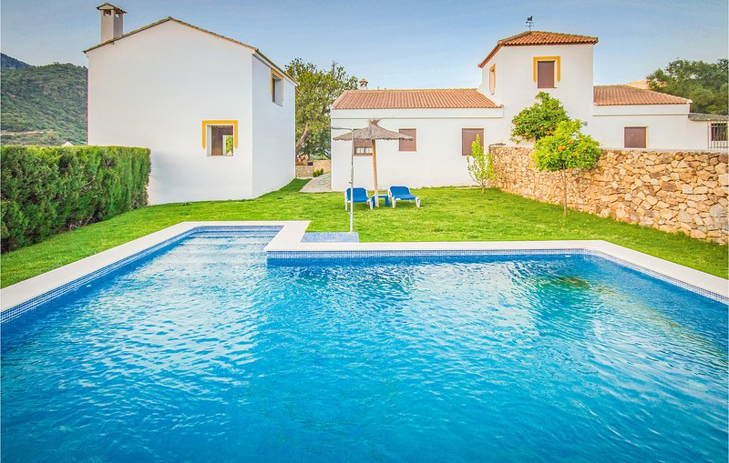 Nice home in Ubrique with WiFi and 5 Bedrooms (EAC263), holiday rental in Ubrique