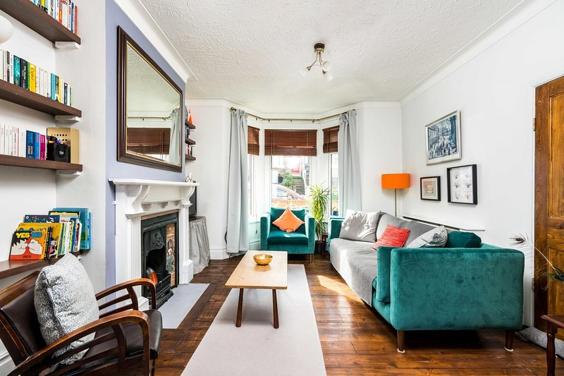 NEW Super 3BD Family Home Stunning London Views, vacation rental in Welling