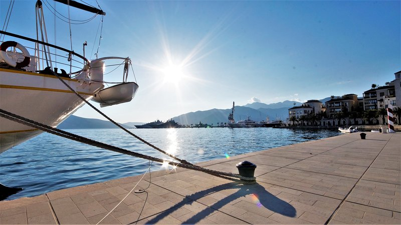 Two bedroom apartment Kala - 50 m from the sea – semesterbostad i Tivat