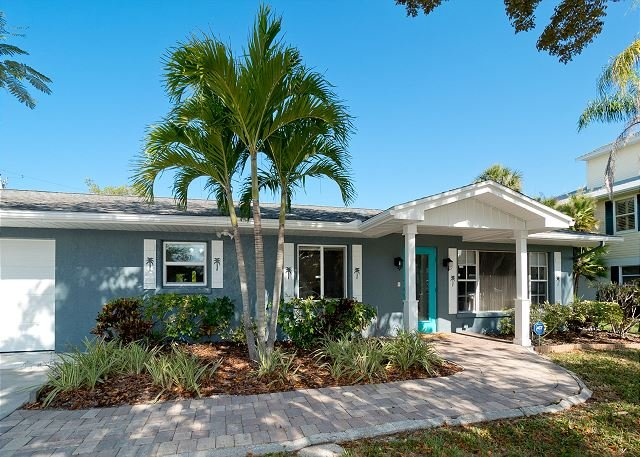 Mi Herrmosa Casa - One story home with private heated pool; pet friendly, holiday rental in Anna Maria Island