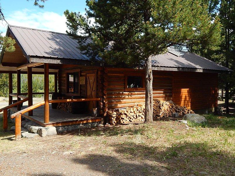 Chaunigan Lodge #8 Deluxe, aluguéis de temporada em Chilcotin District