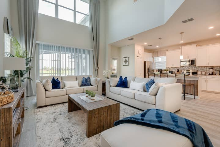 Stunning 5 bedroom home at Storey Lake, holiday rental in Kissimmee