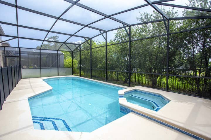 6-bedroom house w/ private pool 10 min from Disney, vacation rental in Kissimmee