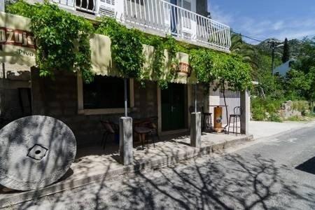 Apartments Felix Mljet - One Bedroom Apartment with Balcony (Marijana), casa vacanza a Mljet National Park