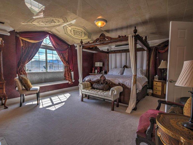 5,573 SF, 5BR, 4BA, 3FP, Sleeps 12, Interquest & I-25 Near AIR FORCE ACADEMY, vacation rental in Colorado Springs