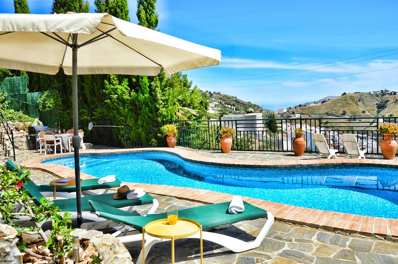 Apartamento Rural Montaña. Piscina con vistas y piscina, holiday rental in Archez