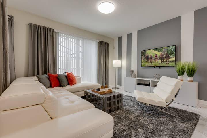 New 4 bedroom villa, best location, casa vacanza a Buena Ventura Lakes