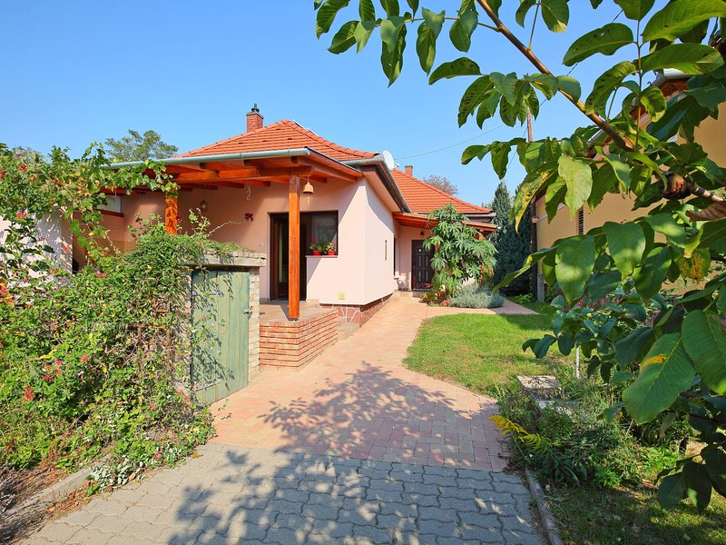 Balaton H2088, holiday rental in Szentantalfa