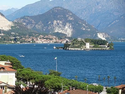 Vista Lago in centre of Stresa with fantastic lake view, large balcony, air/con, vacation rental in Vedasco