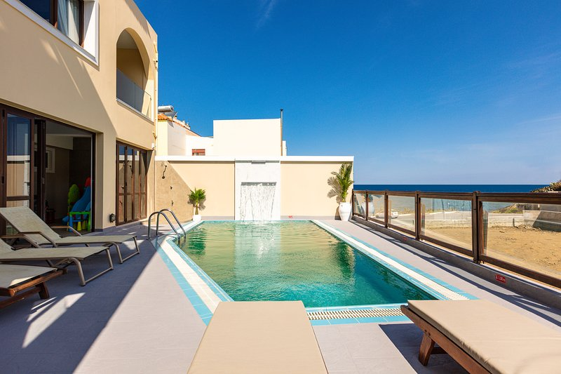 The villa is located in 40 metres from the beach