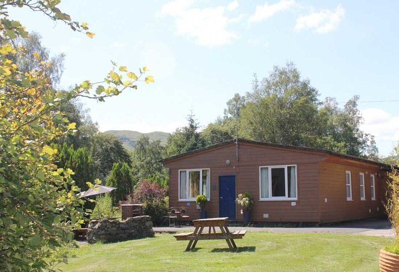 Woodland Chestnut Lodge by Killin, Loch Tay, location de vacances à Loch Tay
