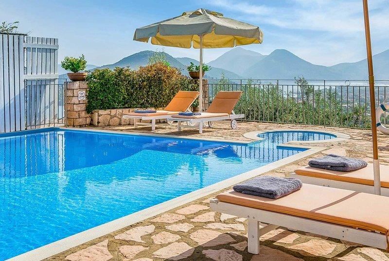 Pretty villa w/stunning views,10min drive to shops, casa vacanza a Vafkeri