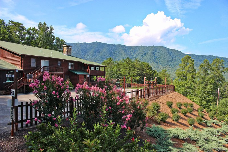 Elk Lodge- perfect for family reunions and group retreats!