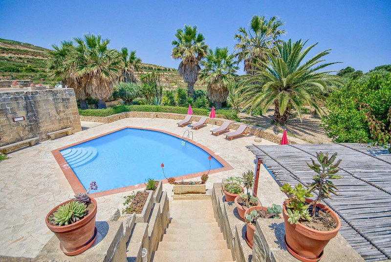 Traditional secluded villa w/pool, Free Wifi, vacation rental in Ghasri