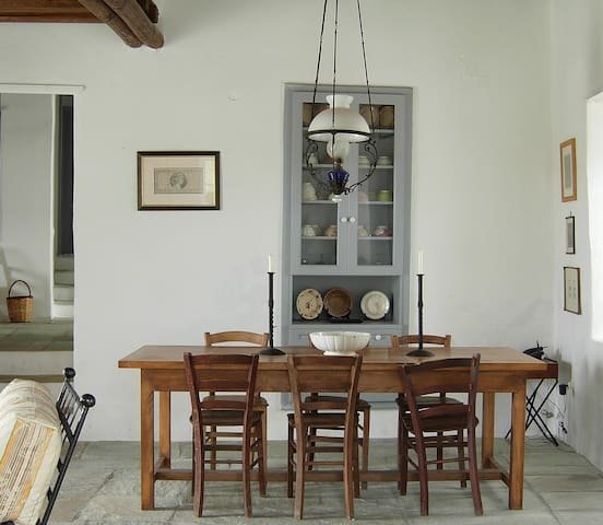 #HH07 PAINTER'S HOUSE, holiday rental in Chrisopigi